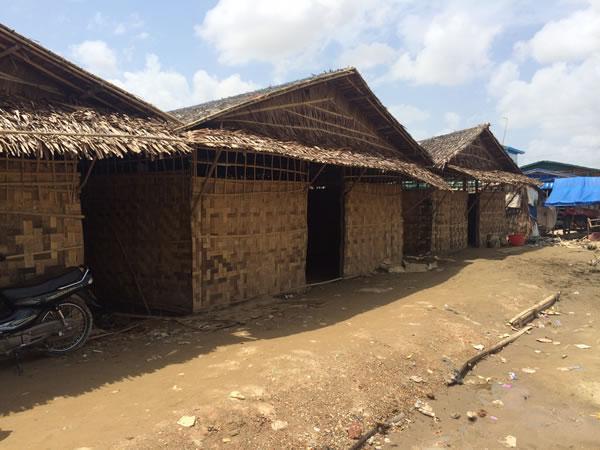 ヤンゴン市内から車で1時間ほどの無電化地域にあるタワナバル小学校